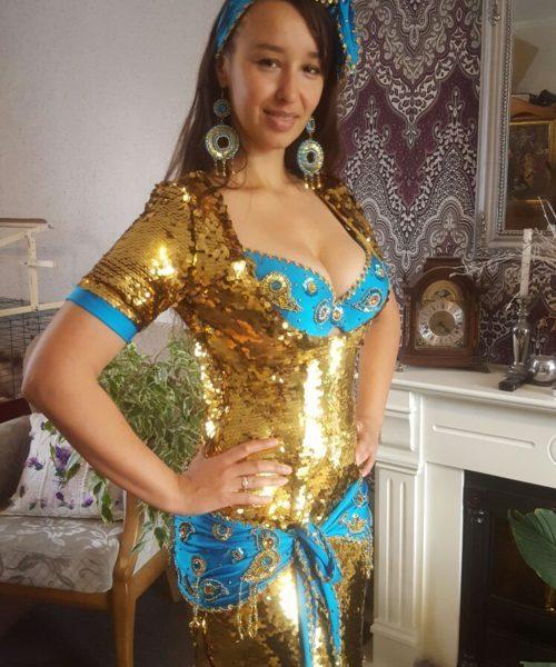 Gouden Paillet Balady Jurk: In opdracht van Aisa Lafour (ontwerp). Uitvoering Darling Design